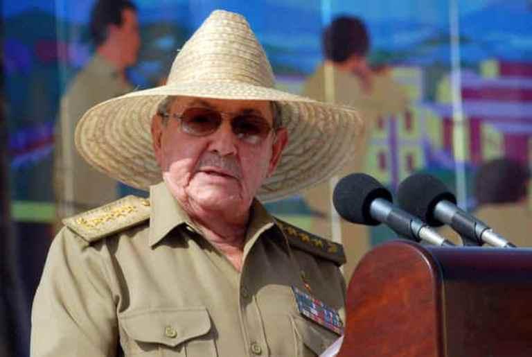 La generación histórica va cediendo su lugar a los pinos nuevos con tranquilidad, asegura Raúl Castro
